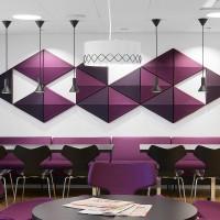 Použitý trojúhelníkový tvar nejen že vytváří esteticky atraktivní vzhled, ale také účinně přeruší zvukové vlny, což má za následek lepší akustické prostředí.