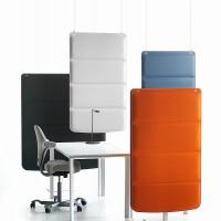 Plaid panely vysejí ze stropu nebo stojí na podlaze, to vše v závislosti na potřebách prostoru
