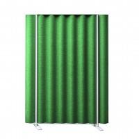 Zelený paraván inspirující se vlnitým plechem
