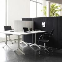 stolní akustický paraván Alumi se vyznačuje stejnou jednoduchostí jako podlahová verze