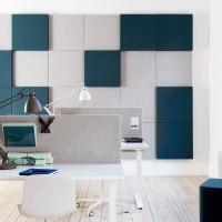 Na fotografii jsou Soneo stolní paravány doplněny o další řadu z produktů Soneo . Konkrétně jde o Soneo wall. Všestranný systém zvuk-pohlcujích panelů, které lze kombinovat a vytvářet ještě dynamičtější vzory pomocí dalších různých tlouštěk, látek a barev