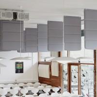 Plaid panely visí ze stropu nebo stojí na podlaze, to vše v závislosti na potřebách prostoru.