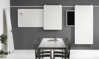 Tabule na lištovém systému může být volně stojící a nebo lze připevnit na stěnu