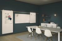 MOOW ztělesňuje chápání estetiky a materiálu a přidává funkční systém tabule s kolečky k zavěšení na lištu