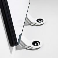 konstrukce Sketchalot umožňuje umístit tabulové panely úhledně na sebe , aniž by se museli odmontovávat desky od stěny