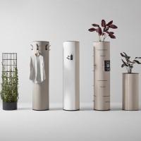 Kolekce dB obsahuje několik sloupů s různými doplňkovými funkcemi: sloup s popisovací a magnetickou tabulí, skeletem pro popínavé rostliny, s držáky časopisů, s květináči, s věšáky na kabáty.