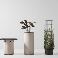 Švédský designér Thomas Bernstrand, ověnčený oceněními za design, zkouší se svým novým produktem potenciál základního prvku architektury, který přidává prostoru novou hodnotu a funkci: sloup.