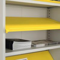 Giano prezentační skříň na tiskopisy s dodatečnými sklopnými policemi pro prezentaci tiskopisů a úložným odkládacím prostorem na polici níže