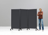 Výška výstavního panelu je vhodná pro vystavování a též lze s úspěchem použít pro dočasná stínění ve formě paravánu
