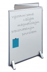 popisovatelná oboustranná plocha bílé magnetické tabule spojená k další textilní stěně pro špendlíky a dále též k tabuli