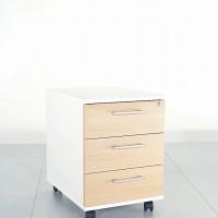 Standardní barevné provedení, kdy boky a vrchní část je v bílé barvě a přední čela zásuvek odpovídají  dekoru stolu, nebo skříni.