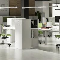 """Kolekci """"univerzální skříňky"""" UNIBOX vyvinula společnost MECO, aby byl vedle stolu umístěn archivní kontejner, který může do budoucna překonat klasické pojetí kancelářských skříní u stěn"""