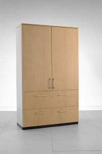 Kolekce Giano jsou skříně s odolnou konstrukcí vybavené v základu nastavitelnými nožkami