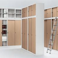 Archivazione jsou skříňoví pomocnící s lehce otvíratelnými dveřmi. Šetří váš prostor a zpříjemňují nakládání s dokumenty