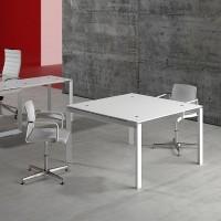 tris-skleneny-luxusni-jednaci-stolek-interier.jpg