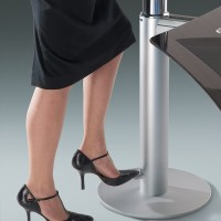 """Vzduchový spínač snadno a rychle připraví stůl do požadované polohy  """"  Na jedno lehké sešlápnutí, efektivně s příjemně syčícím zvukem vyjede do horní polohy, nebo níže. Záleží na vašem požadavku a době stisknutí """""""