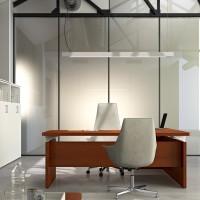 Kolekci ředitelského nábytku Equipe využijete i v omezeném prostoru. Postačuje k tomu důstojný, masivní a přesto menší stůl Equipe s klasickým obdelníkovým půdorysem