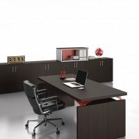 Významným prvkem kanceláře jsou skříně, protože vzhledově odpovídají dokonale stolu