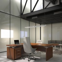 """Stoly jsou k dispozici s bočním prodloužením ve tvaru """"L""""  a skříněmi umístěnými okolo vás. Kolekci doplňují různé stolky pro jednání a nízké sezení"""