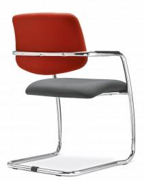 """Jsou stohovatelné. """"Dáte několik židlí do komínku na sebe a uvolníte si prostor pro jiné využití, než jen k sezení"""""""