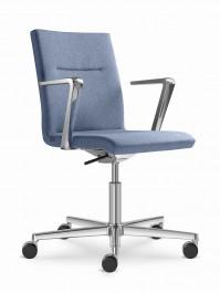 Konferenční modely mohou být snadno použity jako přísedící sezení spolu s mnoha otočnými židlemi