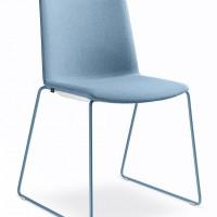 """Kolekci židlí nazvanou svěží nebe lze """"nakombinovat"""" do oku lahodících a okouzlujících celků."""