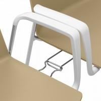 """Detail spojení dvou židlí pomocí spojek. """" Spojky Vám zajistí možnost spojovat židle do úhledných řad. Vhodné pro různé sály a společenské akce """""""