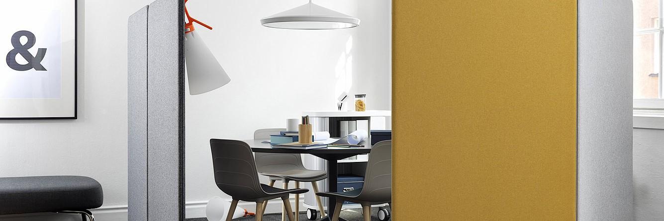Kancelář a místo pro nerušená jednání a předávání strategických informací, které vylepšuje zvukovou pohodu uvnitř tak vně místnosti.