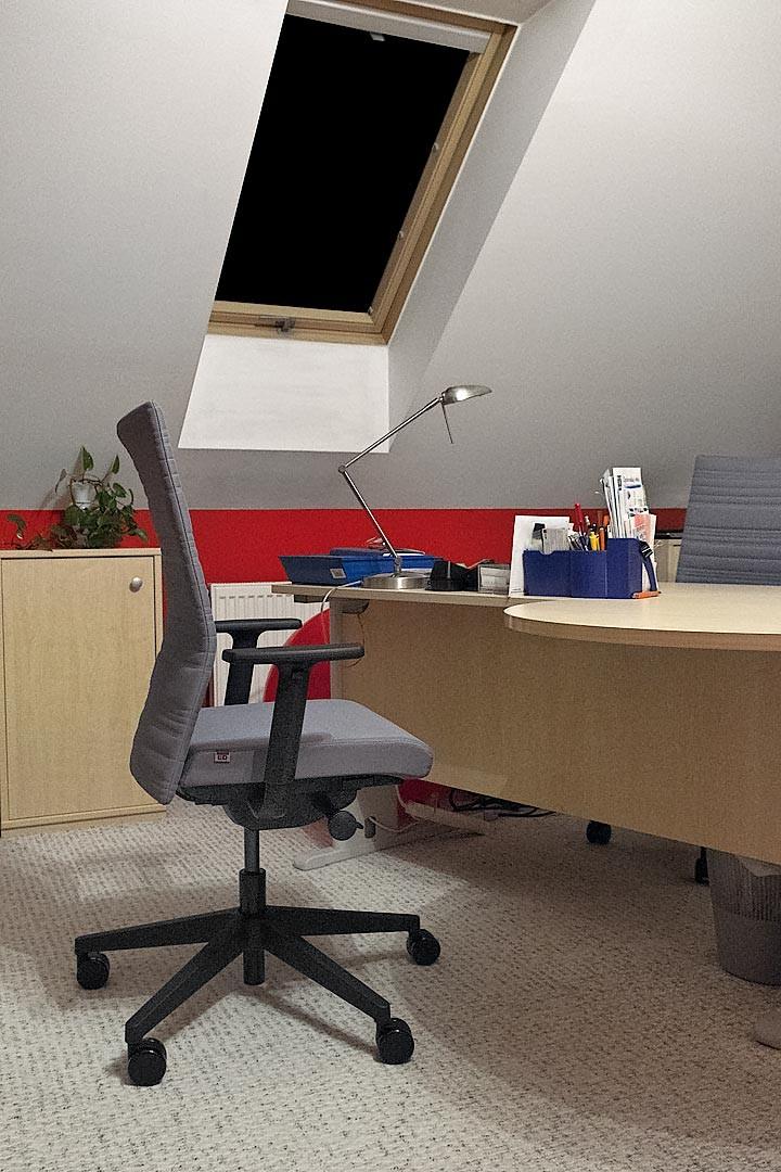nová židle sestavená od SOLOFORMU s decentní mechanikou a mnoha možnostmi nastavení