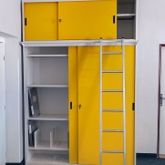 skříně s posuvnými dveřmi jsou na úřadech velice potřebné. Skříň je uzpůsobená pro šanony a těžké matriční knihy.